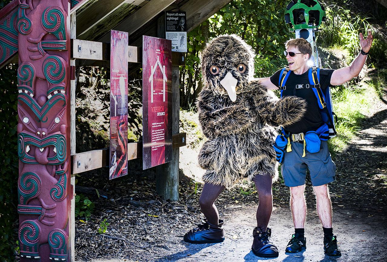 ©Neil Hutton _ Derek the kiwi with Google (2016)